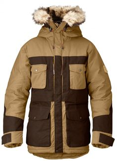 Buy your new parka from Fjallraven official US store. Winter, autumn parkas for both men and women, always with durable and sturdy materials. Mens Down Parka, Parka Outfit, Moda Men, Mens Outdoor Clothing, Outdoor Outfit, Outdoor Gear, Canada Goose Jackets, Supreme, Winter Jackets