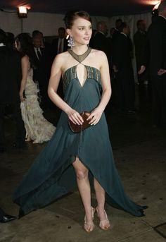 Pin for Later: 75 unvergessliche Momente der Met Gala Natalie Portman —2004
