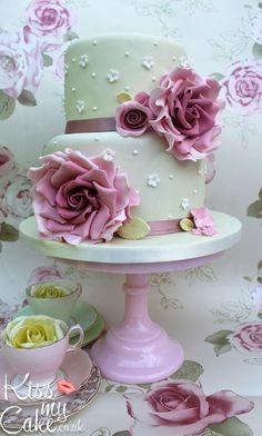 Romantic vintage rose cake