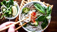 Looking for a great pho restaurant? NYC has some of the best Vietnamese restaurants serving delicious bowls of pho to keep you warm all year long. Pho Restaurant, Vietnamese Pho, Vietnamese Cuisine, Vietnamese Restaurants, Pasta Alternative, How To Make Pho, Poivre De Sichuan, Pho Bo, Clean Eating