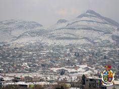 TURISMO EN CIUDAD JUÁREZ. El clima de Ciudad Juárez es considerado como desértico, por lo que las variaciones del clima son extremas y van desde altas temperaturas durante el verano, hasta temperaturas bajo cero en invierno. La temporada de lluvias es de julio a septiembre y las heladas se dan en diciembre y enero. www.turismoenchihuahua.com