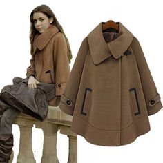 Wollen poncho with large collar