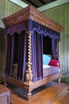 Chambre Renaissance du château d'Azay-le-Rideau, lit restitué.JPG