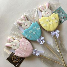 Easter Cupcakes, Easter Cookies, Easter Treats, Iced Cookies, Cute Cookies, Cupcake Cookies, Baby Girl Cookies, Easter Biscuits, Diy Ostern