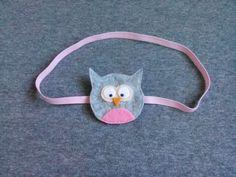 Opaska sowa wykonana z filcu na delikatnej elastycznej taśmie, wym 5×5,5cm.