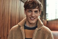 Classic American sportswear comes together with a European flair for Hartford's signature style. The brand's fall-winter 2019 collection delivers plenty of… Stephen Covey, Men's Collection, Summer Collection, Famous Supermodels, The Fashionisto, Shetland Wool, Smart Styles, Slim Fit Pants, Challenges