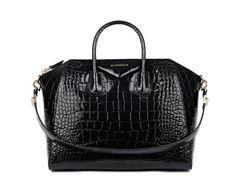 Givenchy par Riccardo Tisci sac Antigona http://www.vogue.fr/mode/shopping/diaporama/cadeaux-de-noel-ultra-noirs/11040/image/654475