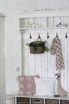 eteinen, k-raudan tapetit, Ib laurssen, Blooming huivi, maalaisromanttinen koti My Dream Home, Ladder Decor, Organize, Bookcase, Interior Decorating, Sweet Home, Shabby Chic, Shelves, Living Room