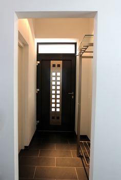 Der Eingangsbereich mit natürlichem und künstlichem Licht.
