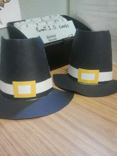 Thanksgiving decorations made from paper cups && construction paper