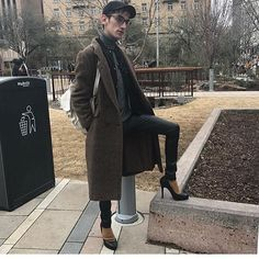 Bringing this back from yesterday cause I loved the look. Thank you to the raddest queen for holding my hand the whole march. New Mens Fashion, Mens Boots Fashion, Men In Heels, High Heels, Summer Swag Outfits, Mode Alternative, Style Masculin, Fembois, Androgynous Fashion
