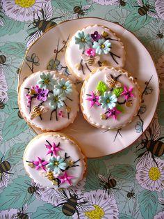 summer bee cookies by nice icing, via Flickr