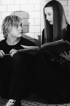 """Evan Peters as Kyle and Taissa Farmiga as Zoe in Season 3 """"Coven"""" tate and violet"""