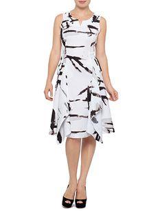 9 Flattering Dresses for Apple Shaped Women! - Mama Stylista