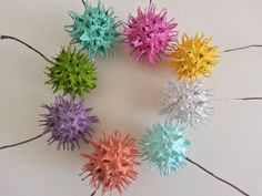 painted-sweet-gum-balls- We have always wondered what possible use these could have.well, now we know! Diy Arts And Crafts, Diy Craft Projects, Crafts To Make, Crafts For Kids, Projects To Try, Diy Crafts, Acorn Crafts, Pine Cone Crafts, Sweet Gum Tree Crafts