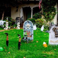 24 Ways to Decorate Your Home and Yard For Halloween Lawn Edging, Garden Edging, Garden Bed, Spider Web Decoration, Log Planter, Diy Water Fountain, Spirit Halloween, Halloween Lawn, Outdoor Halloween