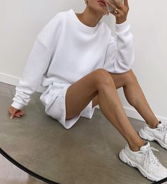 Follow our Pinterest Zaza_muse for more similar pictures :) Instagram: @zaza.muse | Sweats. Sweatshirt Outfit, White Shorts, Muse, Spring Summer, Sweatpants, Sweatshirts, My Style, Fitness, Casual