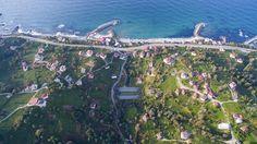 Karadeniz Sahil Yolu Projesi kapsamında Rize'nin İyidere ve Pazar ilçelerinde yapılan çift tüp tünellerin bölgenin bol yağış alması sonucu yeşile bürünmesi, başta fotoğraf tutkunları olmak üzere vatandaşlardan ilgi görüyor