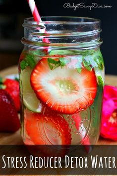 Cucumber slices, 2 Lime slices, 2 Mint leaves, 1 Strawberry, Ice   100z Water