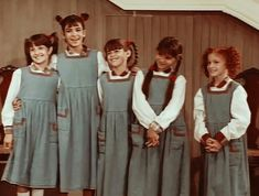 Milagros (Mili) Cinthia Manchado (Cinthia) Georgina Mollo (Georgina) Marianela Pedano (Maru) Solange Verina (Verónica) María Laura Vicos (Laura) Michelle Meeus (Michelle) Romina Lotoczko (Romina) #Chiquititas1995 #LasChicasDelRiconDeLuz #TuMundoDeSuenos Verona, Bridesmaid Dresses, Wedding Dresses, 98, Fashion, Cute Kids, Brunettes, Vivarium, Guys