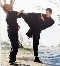 """Bruce Lee shared a photo on Instagram: """"Bruce & Daniel. #brucelee"""" • See 101 photos and videos on their profile. Bruce Lee, Mma Ufc, Jeet Kune Do, Enter The Dragon, Wing Chun, Aikido, Parkour, Taekwondo, Judo"""