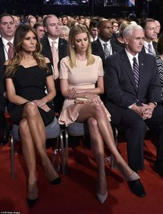 Melania and Ivanka sat together with their game faces on as they watched Donald Trump take on Clinton in the first debate Ivanka Trump Photos, Ivanka Trump Style, Ivanka Trump Dress, Melania Knauss Trump, Trump Picture, Down Syndrom, First Lady Melania Trump, Sexy Legs, Business Women