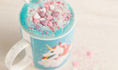 Unicorn Latte ist DAS neue Trendgetränk aus New York! Der magische Regenbogen-Drink ist nicht nur bunt und lecker, sondern auch noch vegan und gesund! Wir verraten euch das Rezept!