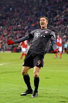 Robert Lewandowski, Fc Hollywood, Fc Bayern Munich, Sports Celebrities, Don Juan, Football Wallpaper, Nike Football, Physical Activities, Competition