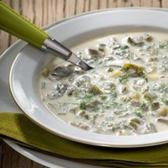 Magiritsa (Easter soup) :Magiritsa is usually eaten during the early hours of Sunday morning, after the midnight service of Resurrection together with red-dyed eggs. Eat Greek, Greek Easter, Egg Dye, Greek Cooking, Alphabet Soup, Cheeseburger Chowder, Oatmeal, Breakfast, Food