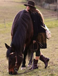 I la la love leaning on the back of a horse while they graze~better than ANY yoga on earth.