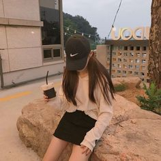 Find images and videos about ulzzang girl, ulzzang couple and ulzzang icon on We Heart It - the app to get lost in what you love. Ulzzang Girl Fashion, Ulzzang Korean Girl, Cute Korean Girl, Asian Girl, Korean Aesthetic, Aesthetic Girl, Aesthetic Fashion, Korea Fashion, Asian Fashion