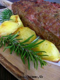 Ρολό κιμά γεμιστό με ζαμπόν, τυρί και πιπεριά • sundayspoon