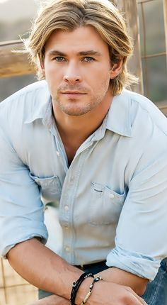 **Knox Inspiration** Chris hemsworth is PEOPLES MAGAZINE's Sexiest man alive. This is exactly how I imagined my hero, Gunnar Wolfe, in my novel Swamp Ghosts. Chris Pratt, Chris Evans, Chris Hemsworth Thor, Christoph Waltz, Christian Bale, Chris Pine, People Magazine, Elsa Pataky, Hemsworth Brothers