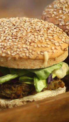 ¡El amor por las hamburguesas es infinito! Nico nos enseña una versión sana para que continúes disfrutándolas sin culpa.