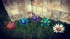 Beautiful solar light flowers! Harden Art at its finest! Gardendreamsdecor.com