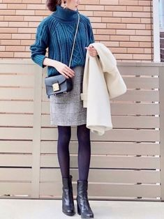A cocoon skirt with a feminine silhouette is popular. Workwear Fashion, Work Fashion, Fashion Pants, Daily Fashion, Fashion Outfits, Womens Fashion, Fashion Basics, Fashion Fashion, Fall Winter Outfits
