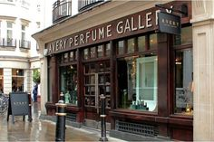 Just touched down in London town? Selfridges, Fortnum & Mason or Avery Row? Come to visit us! #averyperfumegallery #selfridges #fortnums #london #fragrance #weekend #nicheperfumery #shopping #perfume
