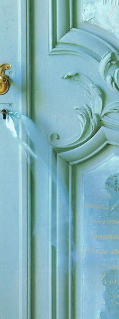 Want to try this on my small bathroom door. Just need inlays and a fancy little skeleton key w/ ribbon