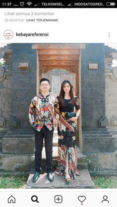 Sarimbit batik Source by ambarybatik dress Kebaya Modern Dress, Kebaya Dress, Model Kebaya Modern, Model Dress Batik, Batik Dress, Dress Batik Kombinasi, Dress Brokat, Kebaya Brokat, Batik Kebaya