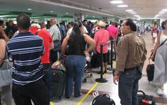 Denuncian retrasos de vuelos en Aeropuerto Las Américas por falta de inspectores de Migración