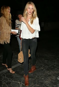 Rosie Huntington-Whiteley: Matsuhisa Dinner with Cat Deeley!: Photo Rosie Huntington-Whiteley heads into Matsuhisa restaurant for dinner on her girls' night out on Sunday evening (June in Beverly Hills, Calif. Street Style Outfits, Looks Street Style, Looks Style, Style Me, Rosie Huntington Whiteley, Estilo Fashion, Look Fashion, Fashion Models, Womens Fashion