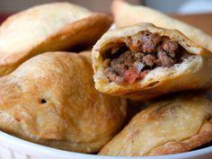 Mini Meat Pies Trinidad Recipes, Trinidad Food, Lebanese Meat Pies, Beef Recipes, Easy Recipes, Light Recipes, Yummy Food, Delicious Recipes, Hot Dog Buns