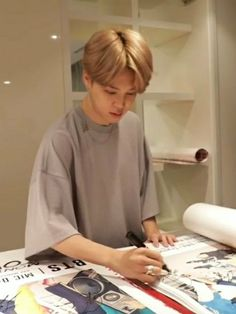 Find images and videos about bts, jimin and bangtan on We Heart It - the app to get lost in what you love. Foto Bts, Bts Photo, Park Ji Min, Jikook, Kpop, Onii San, Jimin Pictures, Jimin Selca, Bts Suga