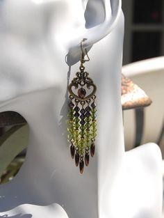 """Boucles d'oreilles """"Mousse""""- Toupies cristal Swarovski kaki sur chandelier couleur bronze-Collection""""Swarovski"""" : Boucles d'oreille par perles-et-petales"""