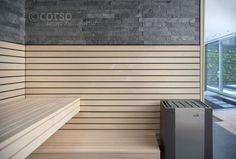 Designsauna mit Materialmix aus Holz und Stein und einer großflächig verglasten Front. corso. designt für entspannung.