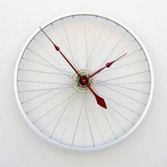 Upcycle inspiration: clock made from a recycled bike wheel | decoration . Dekoration . décoration | pixelthis |