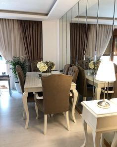 Dining Room Decor Ideas - What should I put on my dining room wall? Dining Room Decor Ideas - How should you dress in a dining room? Dining Room Decor Ideas - How do you style a dining table?