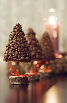 Christmas Decor spice tree: cloves, peppers, and coffee beans for aromatic living.