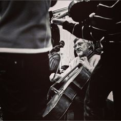 Big thanks to @xenraza for sharing this picture of #musicians playing together us. #Music #Photography #Contest #RWInstaMusic #Instagram