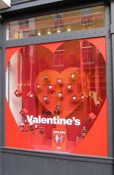 (A través de CASA REINAL) >>>>  #Valentine's Day Window Display